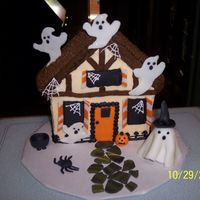 Haunted House This cake was decorated to match the home of the lady who ordered the cake and decorated with a spooky twist for a Halloween Block Party....
