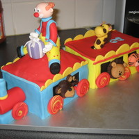 Circus Train   This cale is directly inspired by a Debbie Brown's design. It was so much fun to do ! My son loved it !