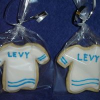 Jersey Cookies Just playing with a few leftover cookies, here's a different way to decorate the jerseys. NFSC with Antonia's icing.