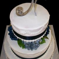 Round Wedding   BC icing with ribbon border