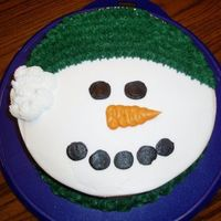 Snowman_Cake.jpg   8 inch double layer round cake. All buttercream icing! Quick and Easy! My kids loved it! :)