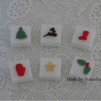 Christmas Sugarcubes Sugarcubes for the tea and coffee table. Details are made from gumpaste.