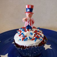 Simple Cupcake simple cupcake with the uncle sam bobble head, just thought he was cute
