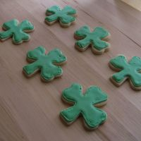 St Patty's Day Cookies Had some trouble with icing consistency on this first batch...got way better as I went along, but forgot to take pics of the good ones...