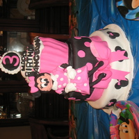 Minnie Mouse Cake cupcake pan used and all decorated in fondant