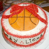 Basketball Ornament The mother wanted a simple cake combining basketball and Christmas.
