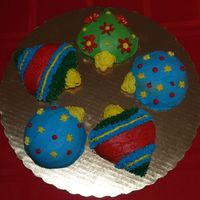 Holiday Ornament Cakes Just decided to make little cakes instead of one big one for the holidays!