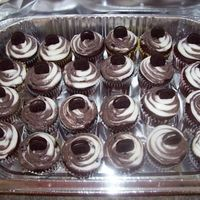 Cookies And Cream Cupcakes I made these for the nurses at the hospital when my sister had my nephew last Wednesday. Chocolate cupcakes with Cookies N Cream/ Vanilla...