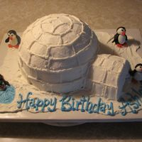 Igloo Cake I used a pyrex bowl and an 8 inch round layer to bake the main part of the igloo and a small 4 inch round layer to make the entrance tunnel...