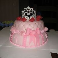 Princess Decorations made in sugar and flowerpaste, cake covered in marzipan