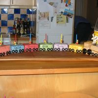 Train this i my first sugarpaste cake, one traincar for each child