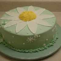 2004_1219Image0028.jpg This is a birthday cakes that I did for a friend that loves daisies.