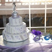 Holly_Wedding_Cake.jpg