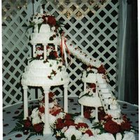 More Red Roses  Here is another cake that me and my sister did. The last post I did was such a big hit at that wedding that we did another one for someone...