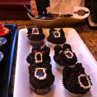 Bat/wolf Is it a bat is it a wolf-YesHalloween cupcakes