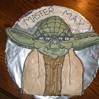 Yoda I made this for my son's 5th birthday on the week end. The cake was chocolate chip pound cake and the frosting was vanilla buttercream...