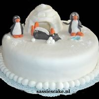 Artic Cake Hello,i made this funny cake with pinguins.All is made of sugarpaste and the cake is filled with a nice chocolate flavoured filling.The...