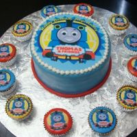 Thomas Cupcakes Almond and vanilla cake cover with almond/vanilla fondant