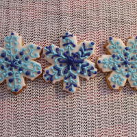Snowflakes Nipping At Your Nose... royal icing and rolled buttercream..these were fun..a bit time consuming,,thanks for looking...