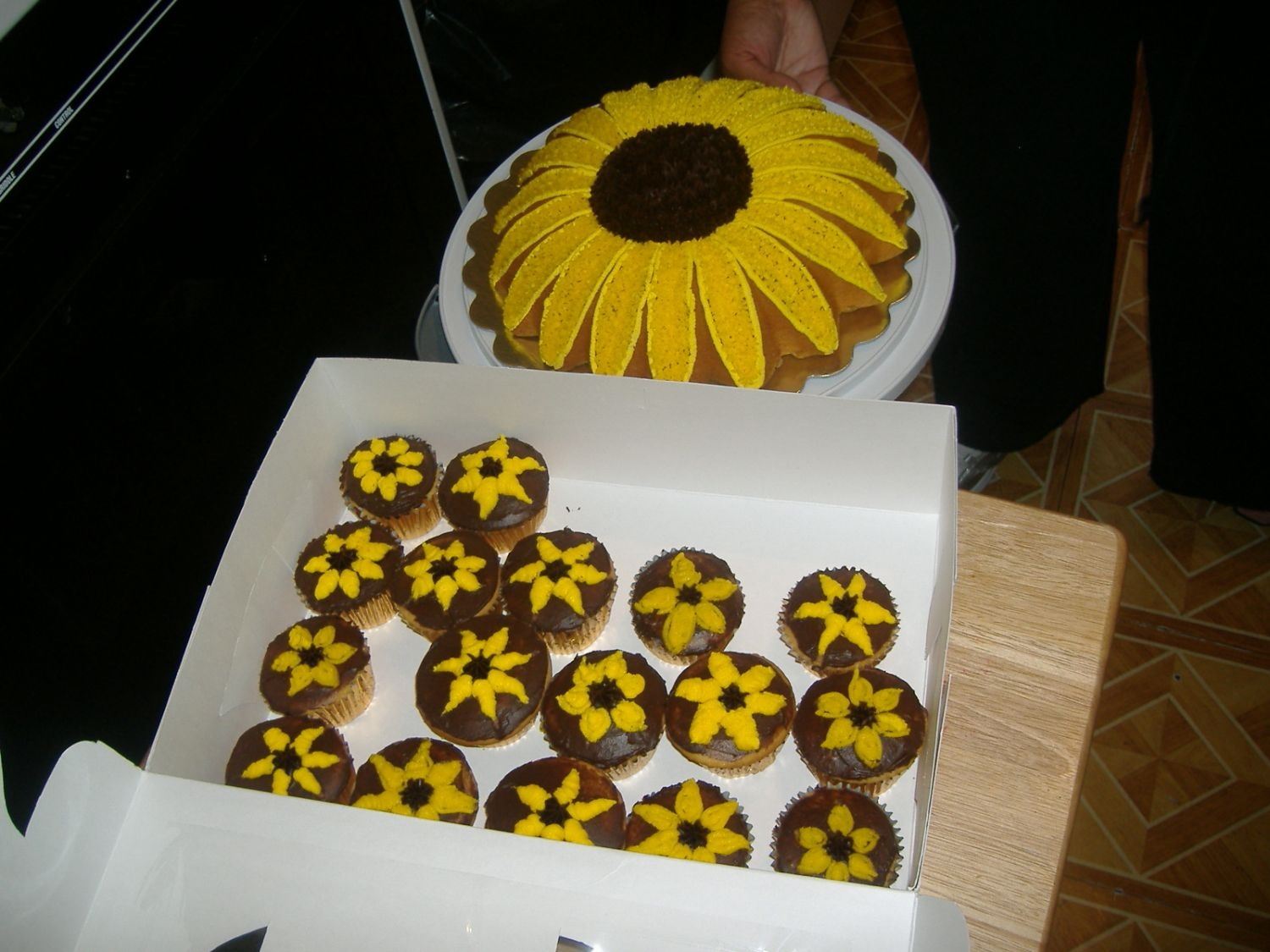 Sunflower Theme. This was a cake I made for my daughter's 10th b-day. Hope everyone enjoys!