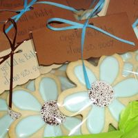 Daisy Cookies I believe Cambo had posted some cookies packaged this way and I just loved it! I can see so many uses for packaging this way. The bride...