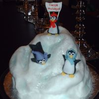 X-Mas Cake Finally.... sorry for late posting - i know no one wants to still be looking at x-mas cakes!! :(anyhow - my take on the penguin party....thanks for all...