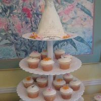 Cupcakes And Topper For Bridal Shower