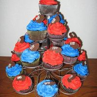 Superbowl Cupcakes cupcakes with bc frosting and piped chocolate footballs