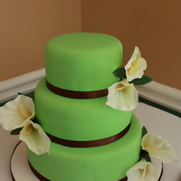 Calla Lilly Wedding Cake Flowers are silk, would really like to make my own next time.