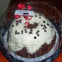 Chocolate ESTE BIZ SENCILLO PARA EL Q BUSQUE ALGO ECONOMICO, PONQUE CHOCOLATE CON CREAM CHEESE FROSTING.