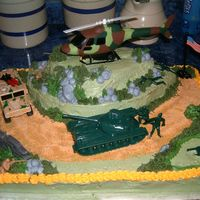 Army army cake with helicoper