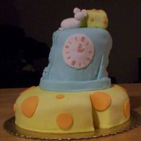 Hickory Dickory tilted cake made with fondant