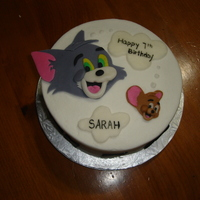 Tom And Jerry 2D fondant toppers on buttercream.