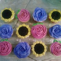 Mother's Day Cupcakes For the mother's in my life (mom, sister, boyfriend's mom and sisters)