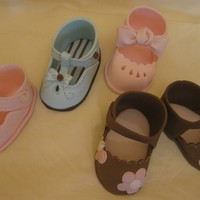 Baby Shoes For A Girls They are made to decorate a Baby Shower Girl cake named Can you tell it is a Girl?. You know, we women love shoes! I made them out of...
