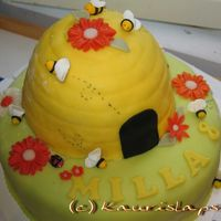 Bee Cake A bee cake made of marzipan.