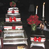 Wedding_March_07_7.jpg Here is a picture of my 4th wedding cake. Originally the tiered cake had bows on each tier but the bride decided she didn't like them...