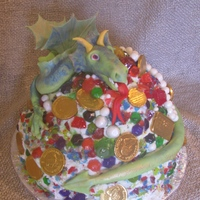 Dragon Guarding His Jewels frosting and fondant