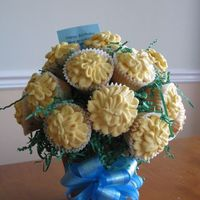 Cupcake Bouquet Vanilla cupcakes, with buttercream icing