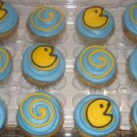 Pac Man Cupcakes To go with the pac man cake