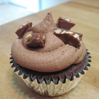 Chocolate Hazelnut chocolate cupcake with nutella filling with nutella buttercream and topped with chocolate hazelnut candy bar pieces