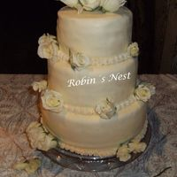 Sol Vanilla cake with rasperry, dulce de leche and white chocolate fillingfondant decor and real roses