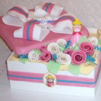Princess Peach Cameo Gift Box This is my first gift box cake after watching Sugared's Boxes and Bows.As mentioned in the DVD, always make a spare - my lid didn'...