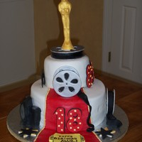 "And The Oscar Goes To.... fondant covered cake with fondant/gumpaste decorations. ""oscar"" molded chocolate. thanks to all who posted in cc movie galleries..."