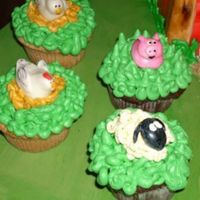 Cupcakes From Farm Cake   a close up of the cupcakes for the farm cake.