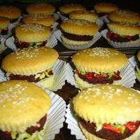 Hamburger Cupcakes  I saw these at Bakerella, and had to try them for my daughter's preschool party. We were going on a field trip to a pumpkin patch and...