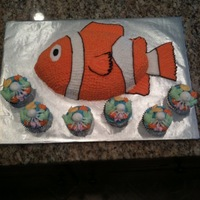 Clown Fish   Clown fish with ocean theme cupcakes