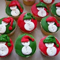 Max_Xmas_Cupcakes.jpg I made these for my son's Kindergarten class.