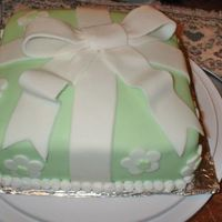 Wrapped Gift Cake   This is decorated with fondant. I love green cakes!!