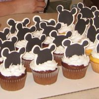 Mickey Cupcakes Cupcakes with Royal icing Mickey Mouse heads